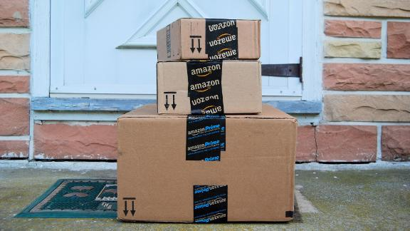 201215094002-amazon-packages-door-stock-live-video