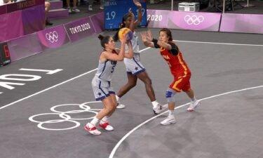 Kelsey Plum sinks game winning shot against China