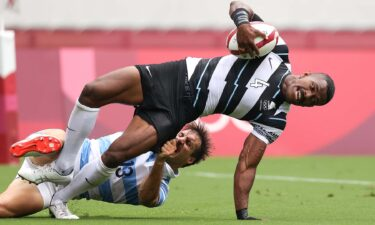 Fiji survives scare from Argentina to advance in rugby 7s